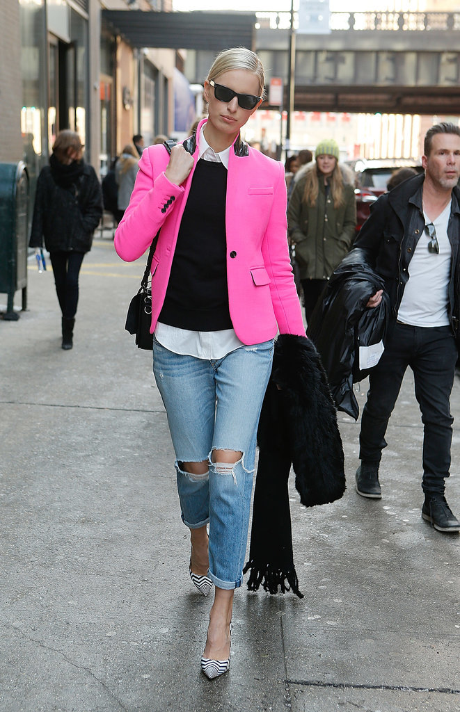 Karolina-Kurkova-added-perfect-pop-pink-her-distressed-denim