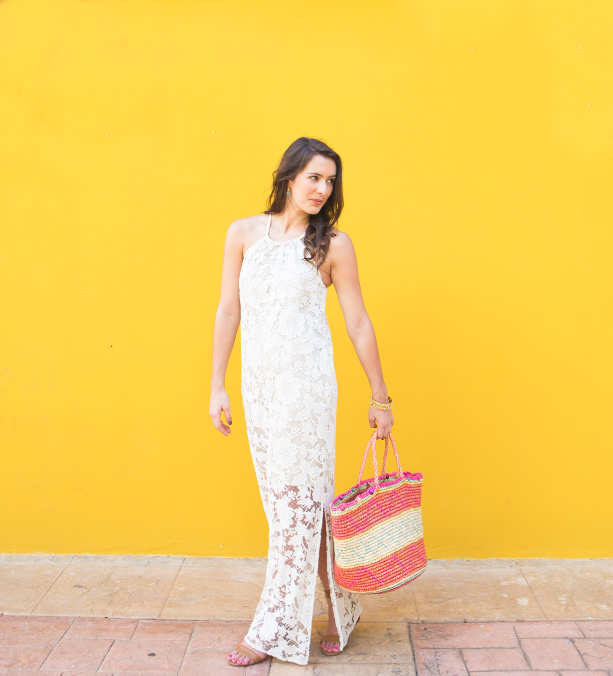 sensi-tote-and-white-lace-dress