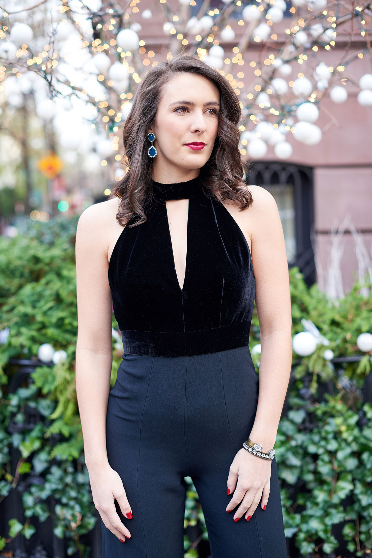 black-jumpsuit-for-new-years-eve-dressing