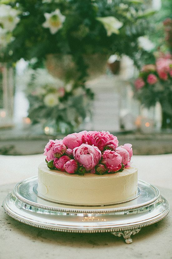 new-york-wedding-blogger-pink-peonies-cake
